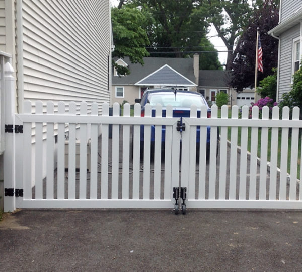 4' Meadowbrook Picket Fence-236